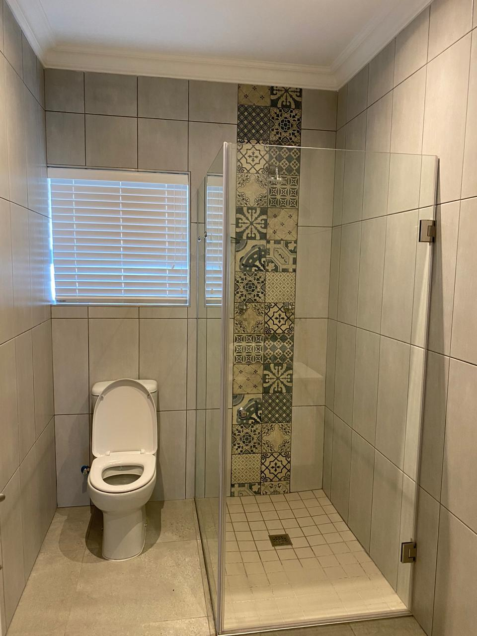 Bathroom - Newly built ranch-style house - Schoeman Trio Builders, Mossel Bay