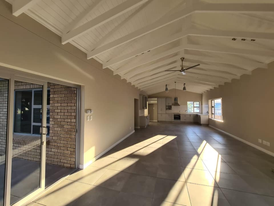 Open beam living room - Newly built ranch-style house - Schoeman Trio Builders, Mossel Bay