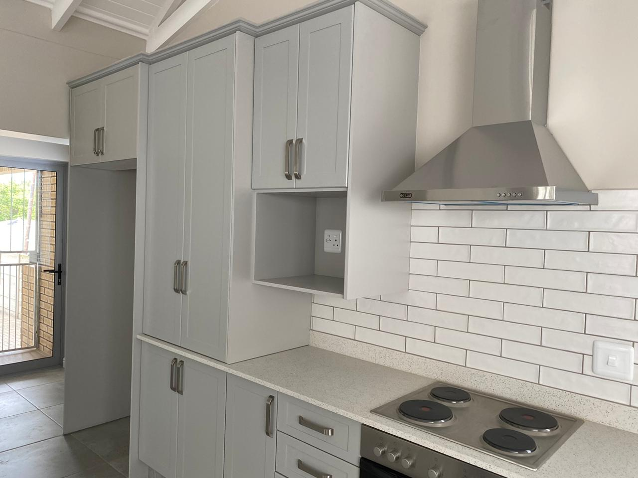 Kitchen - Newly built ranch-style house - Schoeman Trio Builders, Mossel Bay