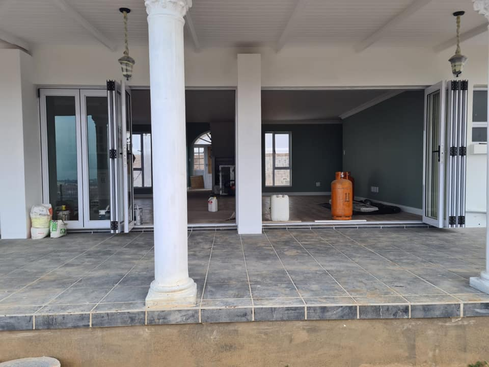 Covered Patio - Newly built semi-neoclassical colonial house - Schoeman Trio Builders, Mossel Bay