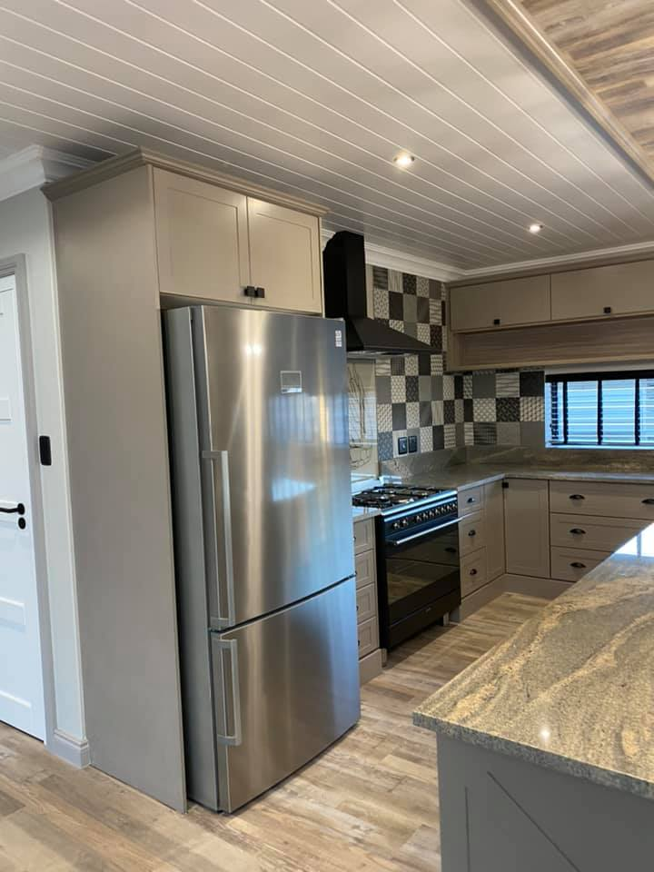 Quality contemporary construction - kitchens by Schoeman Trio Builders, Mossel Bay.