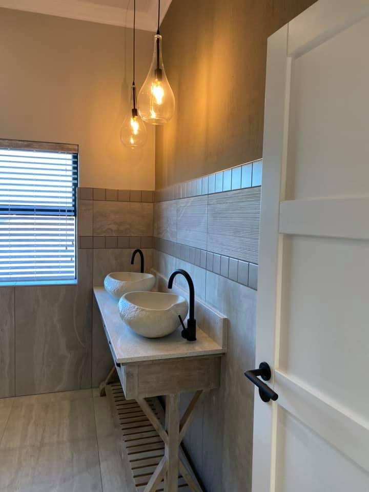 Bathroom - New contemporary face brick construction in the Mossel Bay area by Schoeman Trio Builders