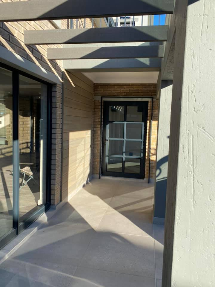 New contemporary face brick construction in the Mossel Bay area by Schoeman Trio Builders